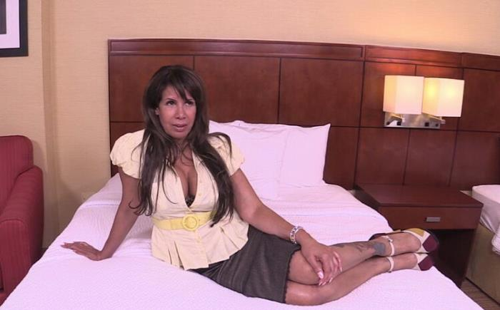 Siren - 55 year old MILF sex worker's first porn (HD 720p) - MomPov - [2020]
