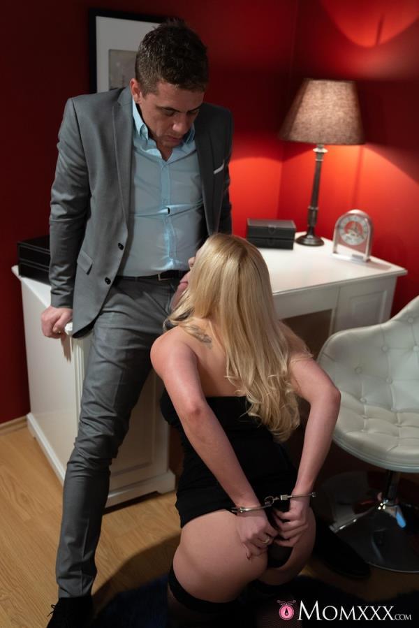 Blonde wife handcuffed and fucked - Elizabeth Romanova [MomXXX/SexyHub] (FullHD 1080p)