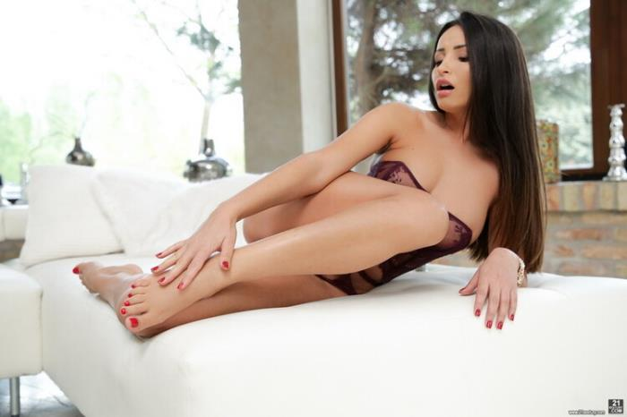 Alyssia Kent - Licking Cum Off My Toes (FullHD 1080p) - FootsieBabes/21Sextury - [2020]
