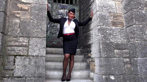 Clelie, 41ans, hotesse de l'air lyonnaise - Clelie [JacquieEtMichelTV/Indecentes-Voisines] (FullHD 1080p)