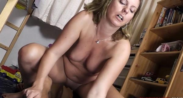 REAL amateur Mom first porn - Amateur [TuttiFrutti] (FullHD 1080p)