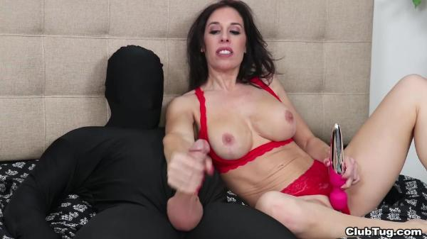Club Tug – Fiona Moore Cum On His Face