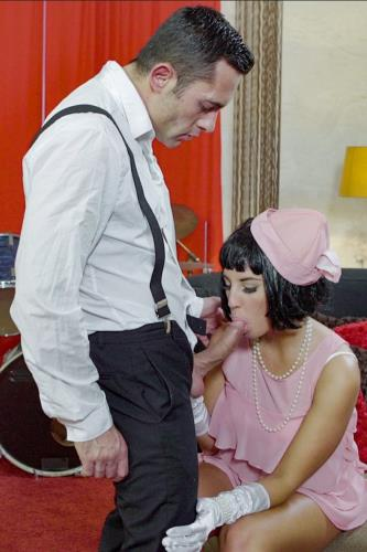 Seductive Hungarian pinup babe Jenette eats cum in hot fuck with musician - Jenette (SiteRip/PinUpSex/PornDoePremium/HD720p)